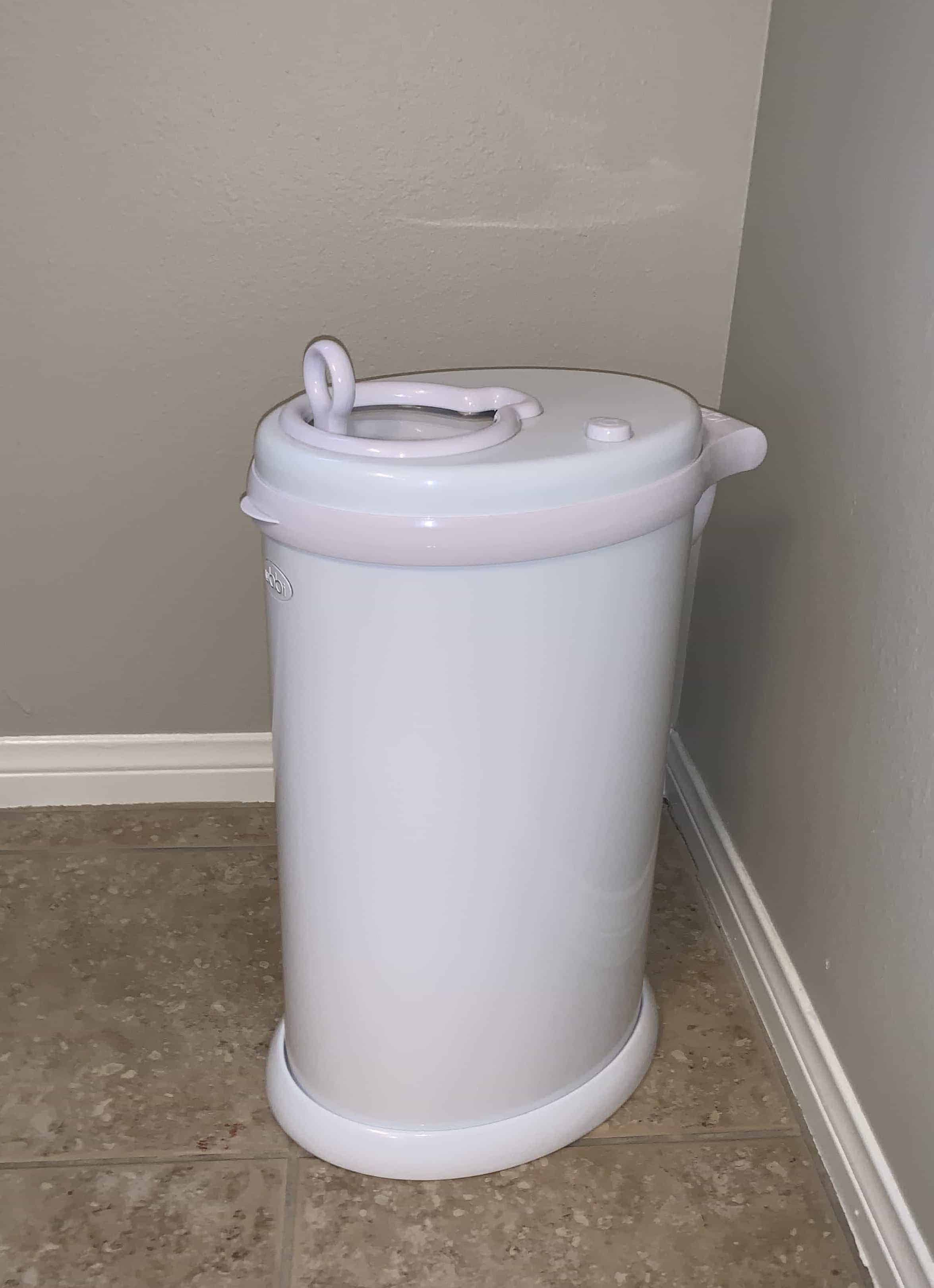 the best diaper pail that keeps odors in